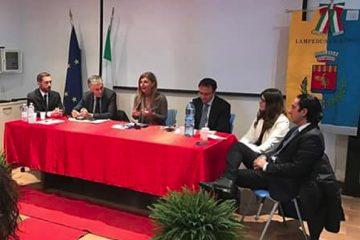 """Il rettore Micari a Lampuedusa per la presentazione del libro """"La casa nel vento"""""""