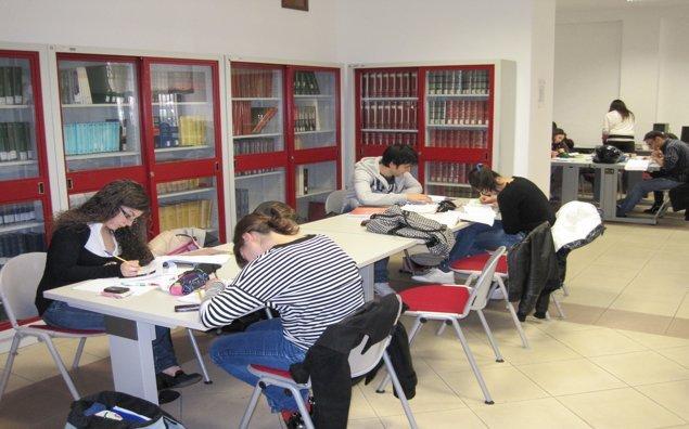 Studenti biblioteca