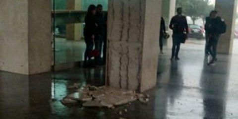 Crollo all'edificio 16 per il vento, lezioni sospese