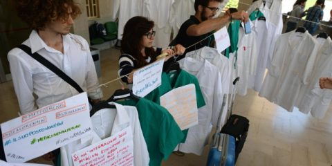 protesta studenti di medicina al policlinico